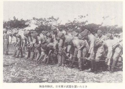 武装解除する日本軍