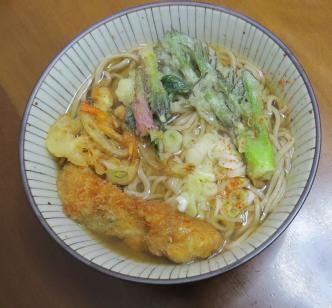 タラの芽と山ウドの芽の天ぷらとソバ