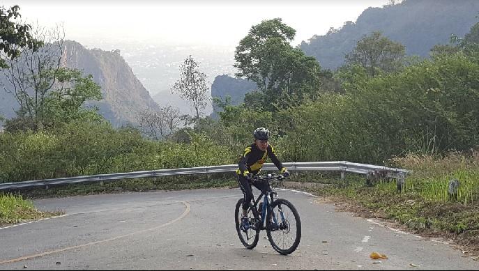 2018-7-21タムルアン洞窟上の自転車道