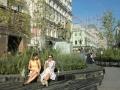 スタニスラフスキー(右)とダンチェンコの銅像(奥はモスクワ芸術座)
