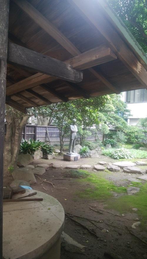 ②草堂中庭晩翠像