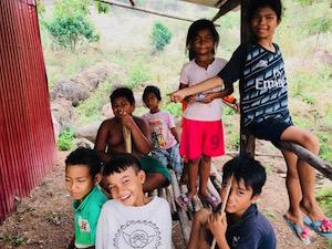 村を案内してくれた子ども達