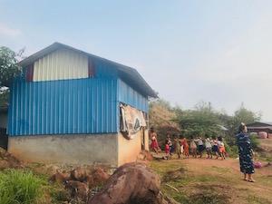 水色のプレア・プット村の幼稚園