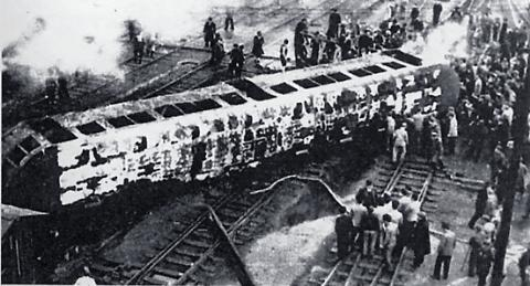 西成線列車脱線火災事故