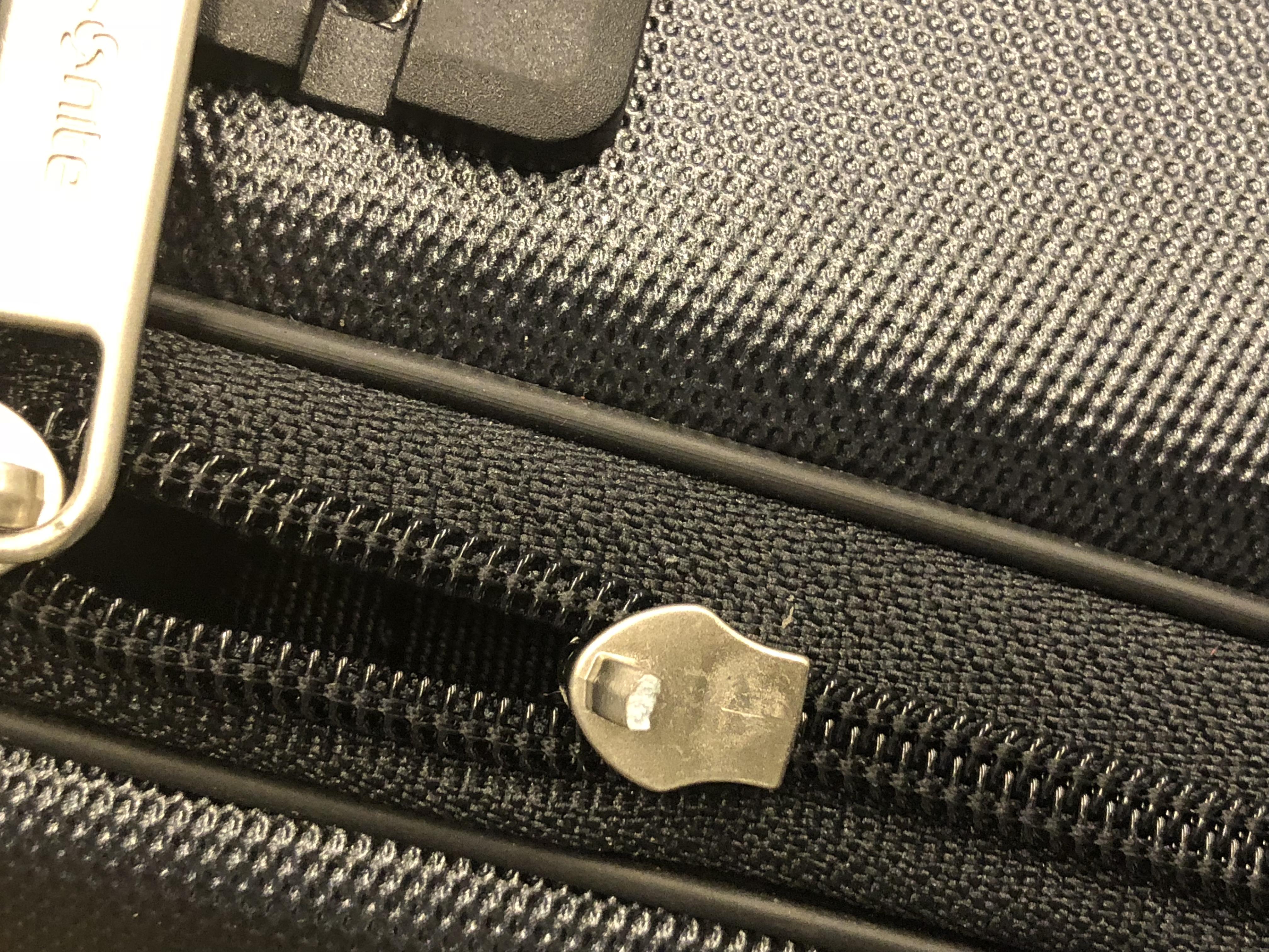 ブローケンスーツケース