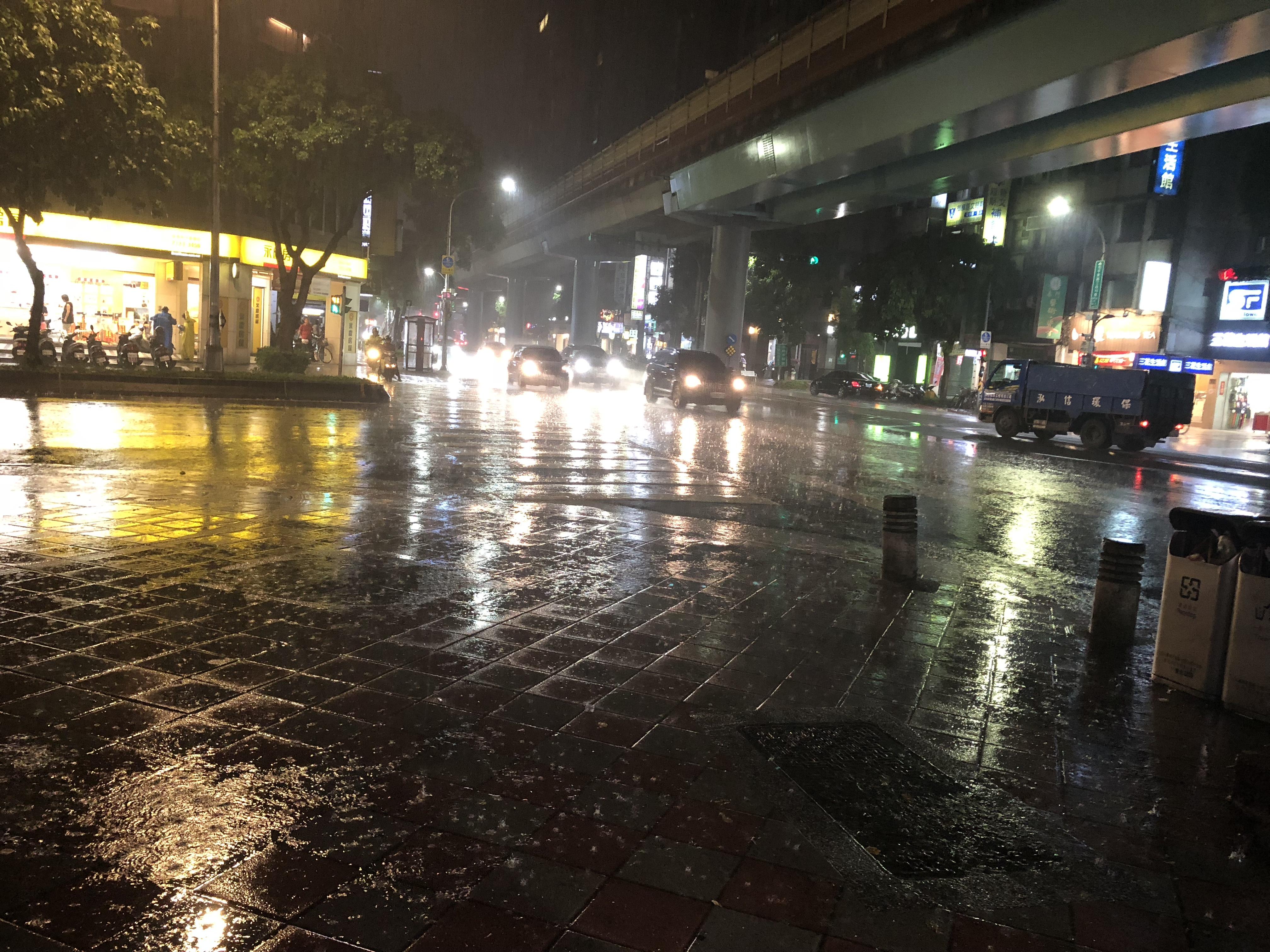 台湾突然の雨降り
