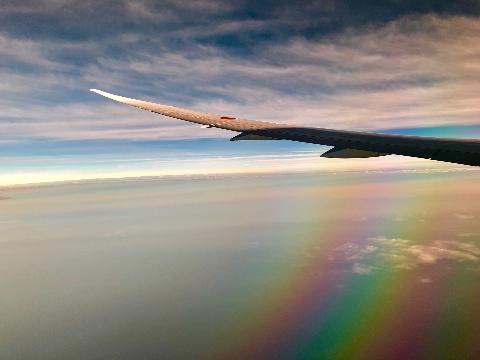 飛行機から見た珍しい虹