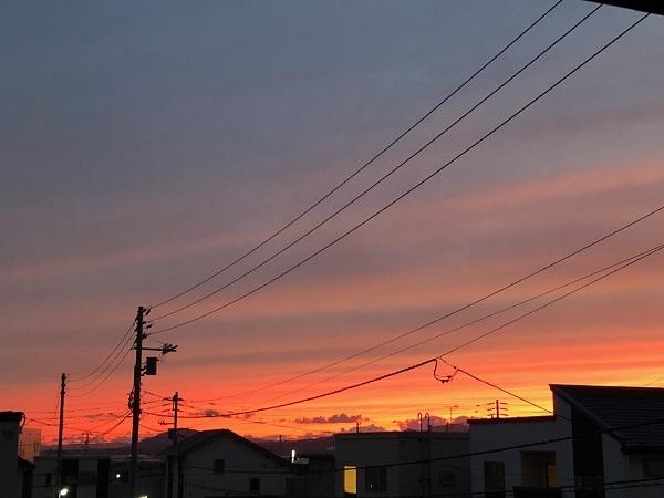 真っ赤な秋空