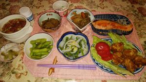 イカそうめん・紅鮭・鶏唐・枝豆・煮物×2