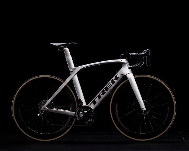 Tk18_Madone_ICON_P1BRUSHED_LIQUID_METAL.jpg