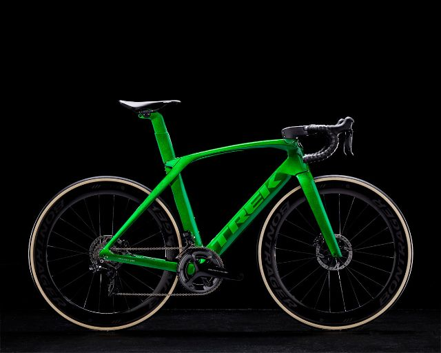 Tk18_Madone_ICON_P1CANDY_EMERALD_GREEN.jpg