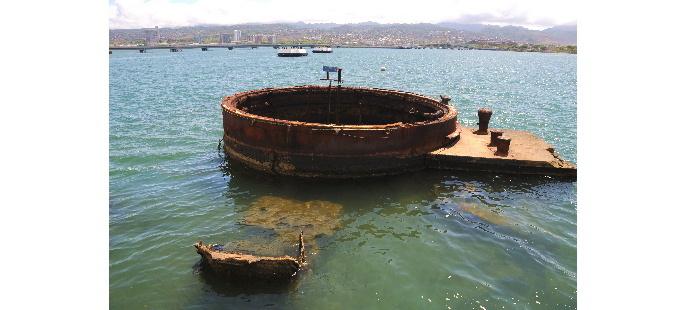 戦艦アリゾナ砲塔と真珠湾 18418
