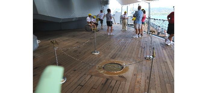 戦艦ミズーリ 降伏調印式場 18444