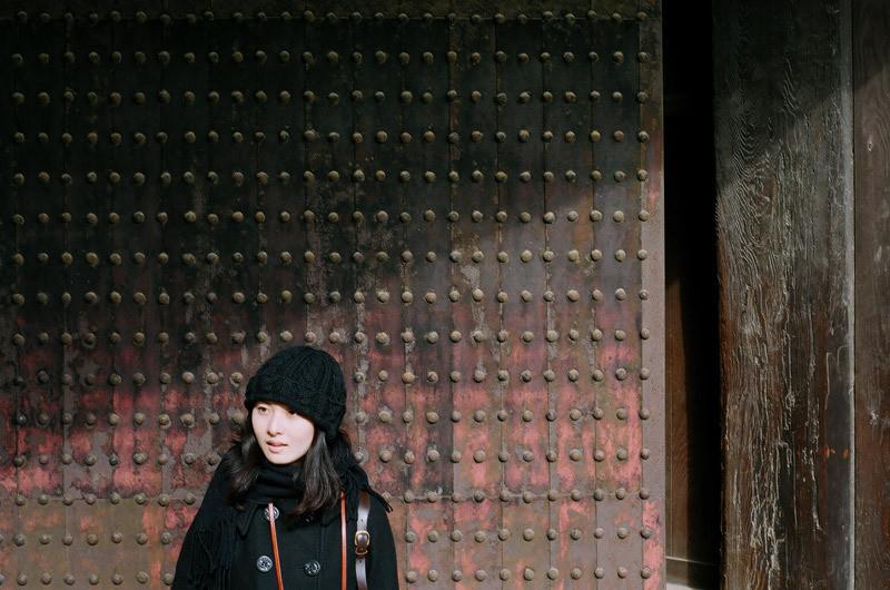 $フィルムカメラで嫁を撮る -YOME--姫路城の門