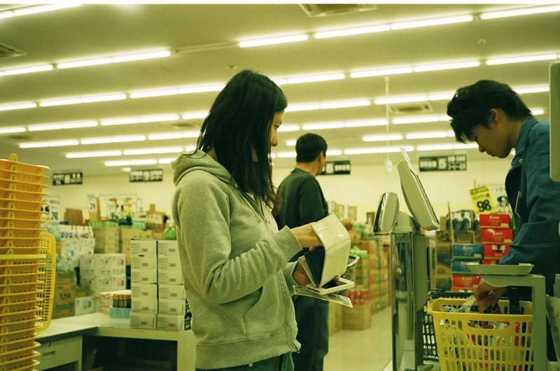 $フィルムカメラで嫁を撮る -YOME--買い物写真