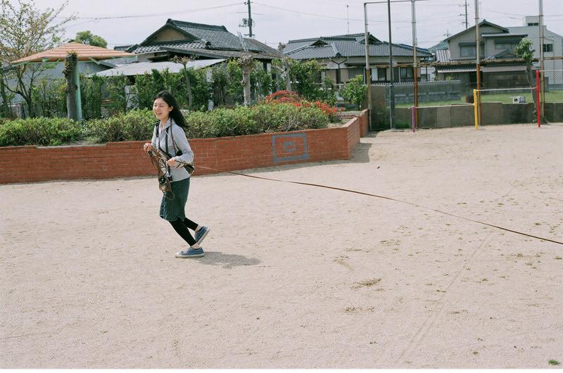 フィルムカメラで嫁を撮る -YOME--嫁が走る