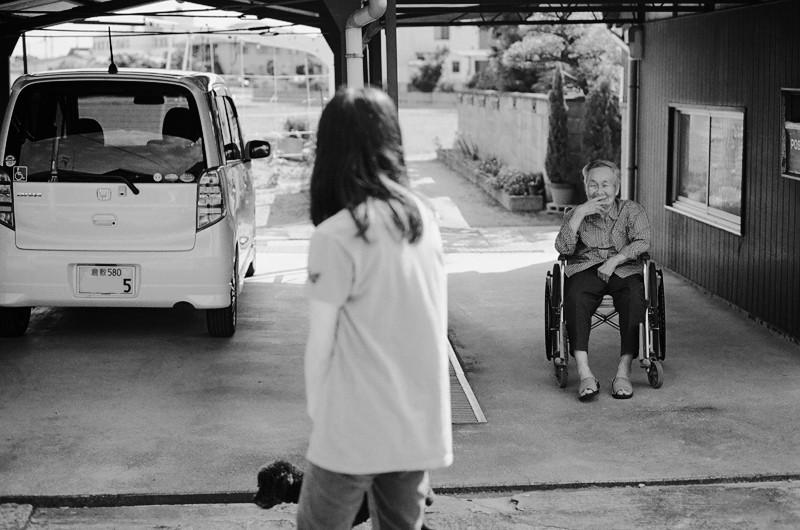$フィルムカメラで嫁を撮る-近所の婆ちゃん