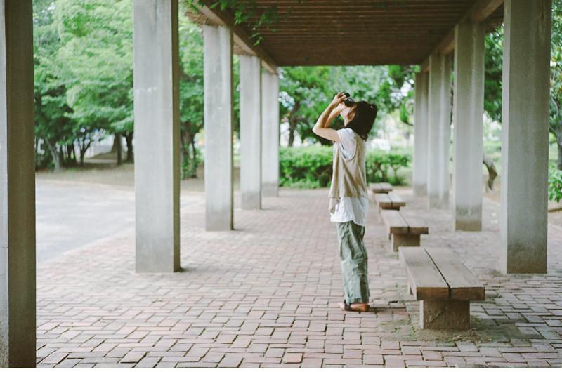 $フィルムカメラで嫁を撮る-公園にて