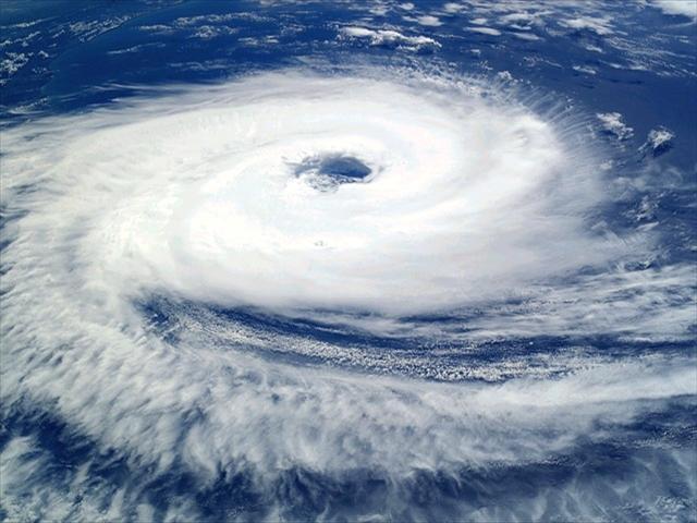 cyclone-62957_640_R.jpg