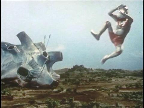 『ウルトラマン』 第17話 「無限へのパスポート」  四次元怪獣 ブルトン