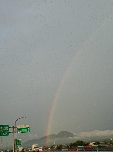 帰り道で虹