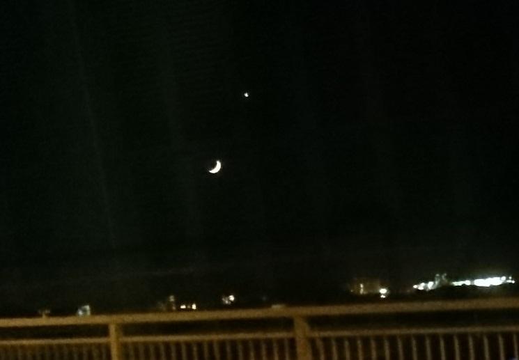 沈むお月様と金星
