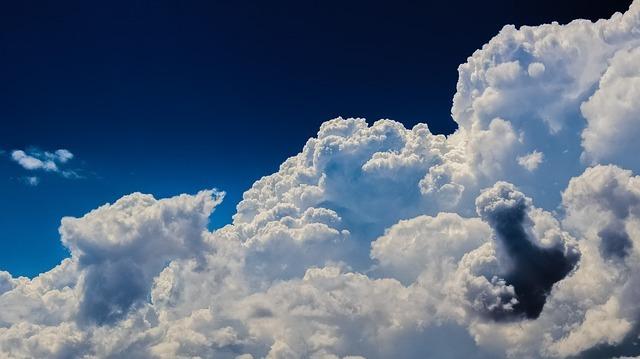 clouds-2329680_640.jpg