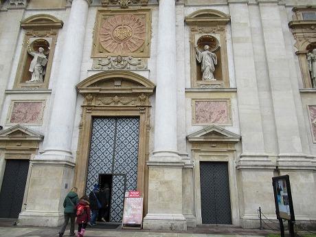 ヴァヴェル大聖堂入口