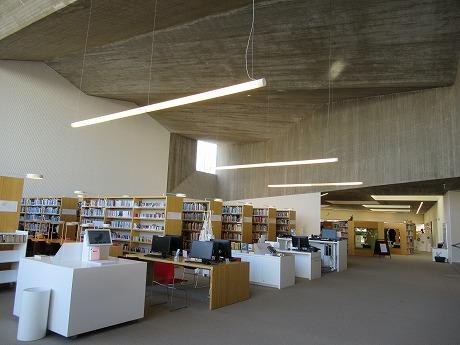図書館メインフロアー