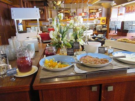 朝食 ヨーグルトコーナー