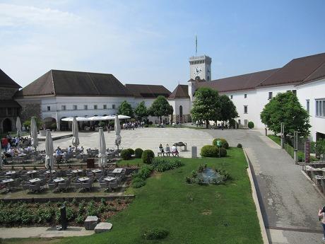 リュブリャナ城中庭