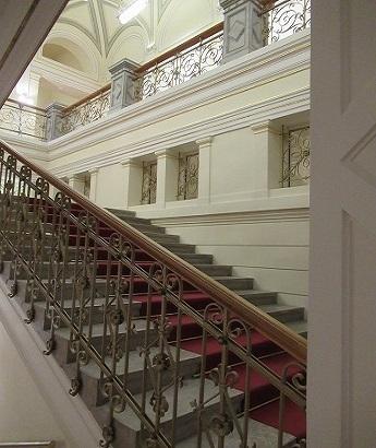 国立美術館 階段手すり