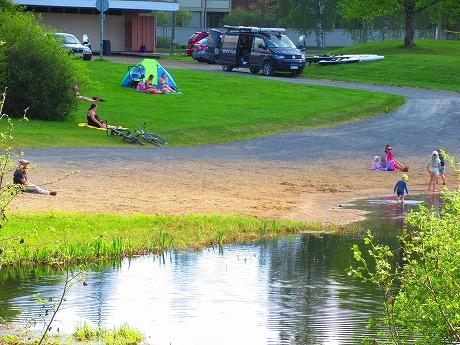 川辺のテント