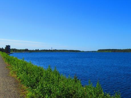 湖と潜望塔