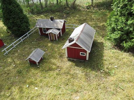庭のミニチュアの家2