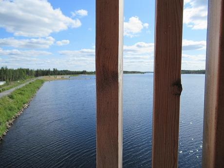 潜望塔から湖