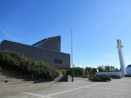 市庁舎とラケウデンリスティ教会