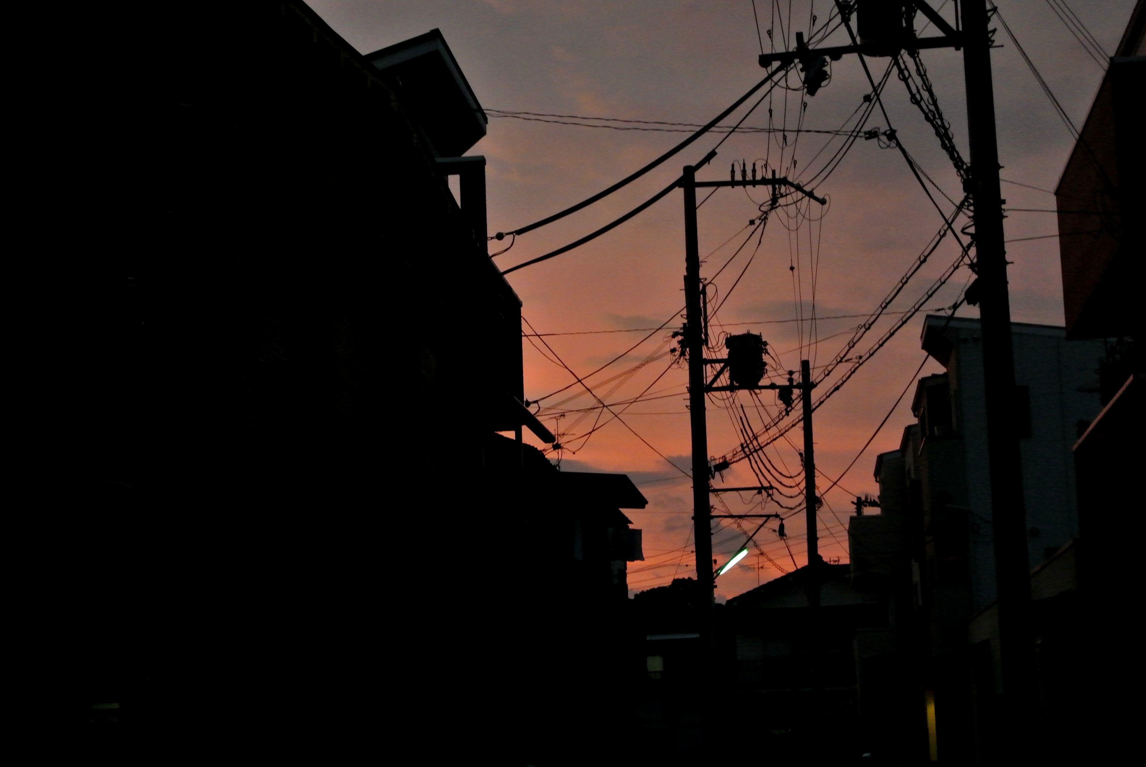 ⑦夕焼けの住宅街