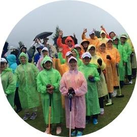 6 雨開会式外人