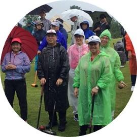7 雨開会式外人