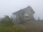 太平山 旭又コース霧の中の三吉神社奥宮。