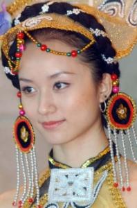 羌族の女性1