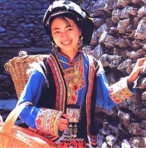 羌族の女性2