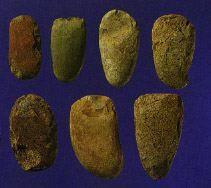 46 草創期穴掘り石