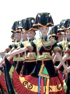 20苗族の踊り子たち