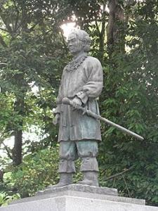 17 ニニギ富士山銅像