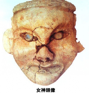 6 青い目の女神頭像