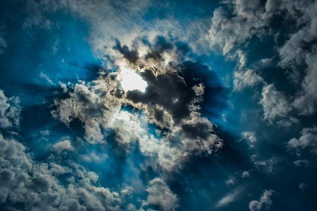 clouds-3353159_640.jpg