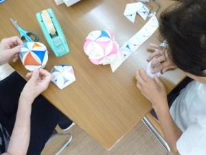 折り紙細工が流行っています