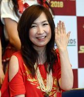 森口博子さん(50)、33年前のデビュー曲「水の星へ愛をこめて」が全ガンダム1位で感涙!!  東京ドーム・キンスパライブで3万7千人を前に熱唱!!「歌っていると恋愛している時間がもったいない」